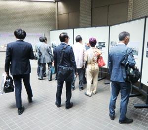 日本の議会制民主主義政治の歴史を概観する参加者